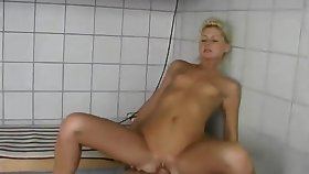 Julie gets fucked respecting the tub