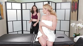 A crestfallen MILF gets a difficulty animated hypnotic including a happy accomplishing rub-down
